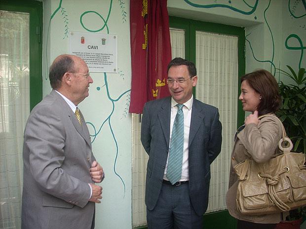 El consejero de Política Social, Mujer e Inmigración, Joaquín Bascuñana, inauguró hoy en Alhama de Murcia el nuevo Centro de Atención Especializado para Mujeres Víctimas de Violencia (CAVI), Foto 1