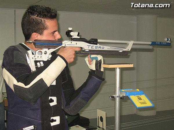 AUTORIDADES LOCALES INAUGURAN UNA GALER�A DE TIRO DE ARMAS NEUM�TICAS EN LOS S�TANOS DE LA PISCINA MUNICIPAL CUBIERTA, Foto 1