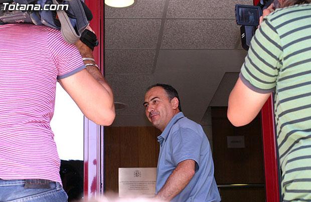 Valverde Reina declar� hoy ante los tribunales imputado como cooperador de un delito de malversaci�n de fondos p�blicos en grado de tentativa, Foto 2