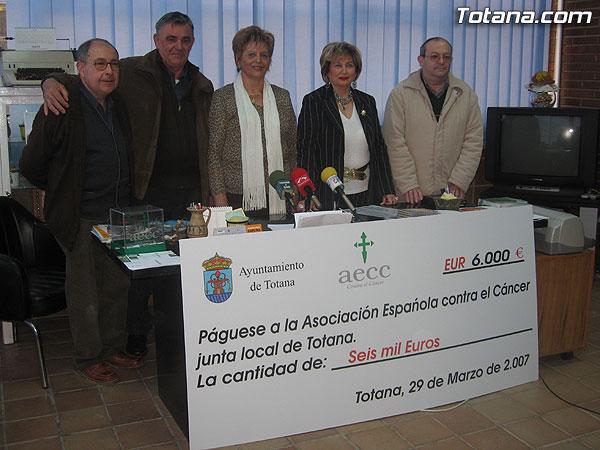 DONAN 6.000 EUROS A LA JUNTA LOCAL DE LA ASOCIACIÓN ESPAÑOLA CONTRA EL CÁNCER PARA INVESTIGAR ESTA ENFERMEDAD, Foto 2