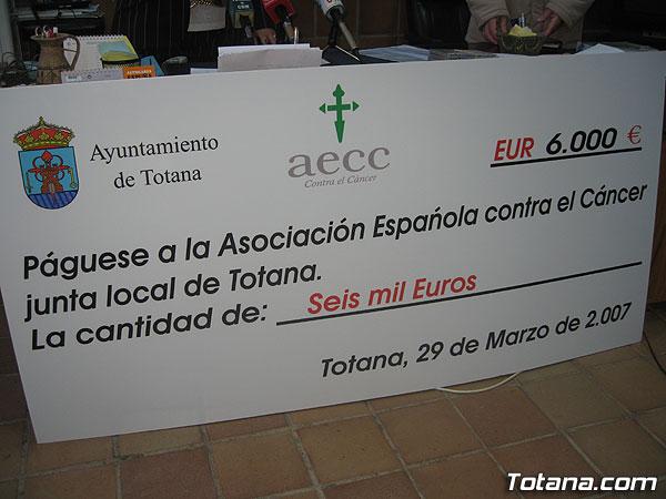 DONAN 6.000 EUROS A LA JUNTA LOCAL DE LA ASOCIACIÓN ESPAÑOLA CONTRA EL CÁNCER PARA INVESTIGAR ESTA ENFERMEDAD, Foto 3