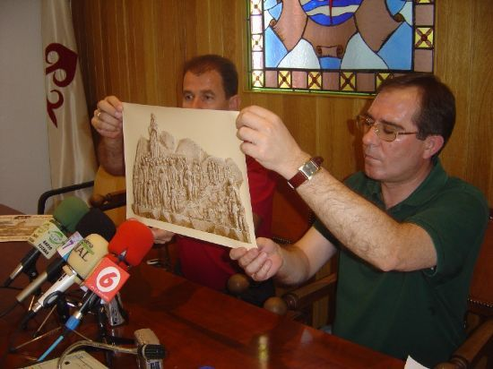 ALCALDE Y PÁRROCO PRESENTAN EL BOCETO DE LOS DOS MONUMENTOS QUE SE INSTALARÁN PARA CONMEMORAR LA CELEBRACIÓN DEL AÑO JUBILAR EULALIENSE , Foto 2