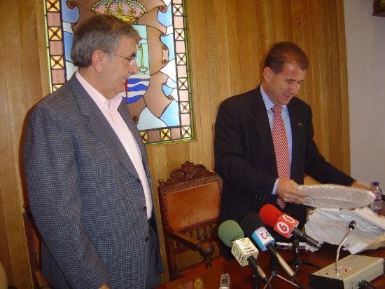 ALCALDE DE SOCU�LLAMOS VISITA TOTANA PARA CONOCER EXPERIENCIA POL�TICA DEL POL�GONO INDUSTRIAL EL SALADAR Y PROINVITOSA , Foto 1