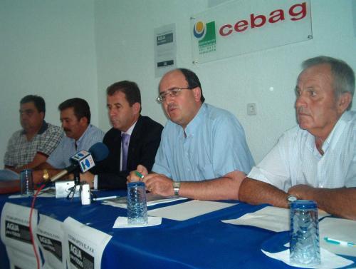 Ayuntamiento y CEBAG impulsan la campaña de recogida de firmas para apoyar la defensa del plan hidrológico nacional, Foto 1