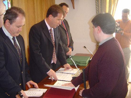 Toman posesi�n de sus cargos dos nuevos funcionarios de la clase A del ayuntamiento de Totana, Foto 1