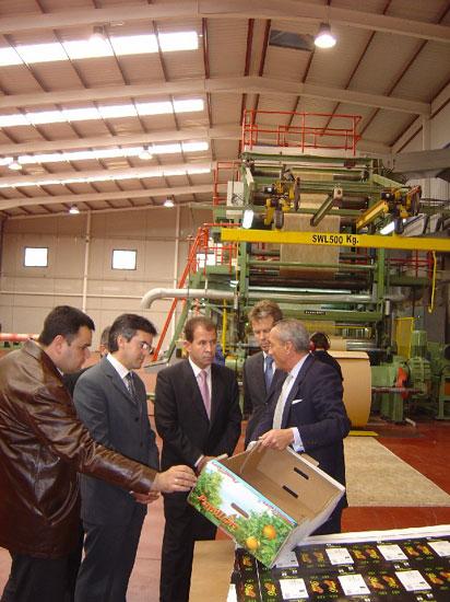 Autoridades municipales visitan factor�a producci�n Kappa Iberoamericana, ubicada en el pol�gono industrial El Salar , Foto 1