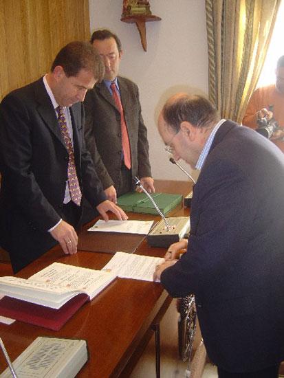 Toman posesi�n de sus cargos dos nuevos funcionarios de la clase A del ayuntamiento de Totana, Foto 2