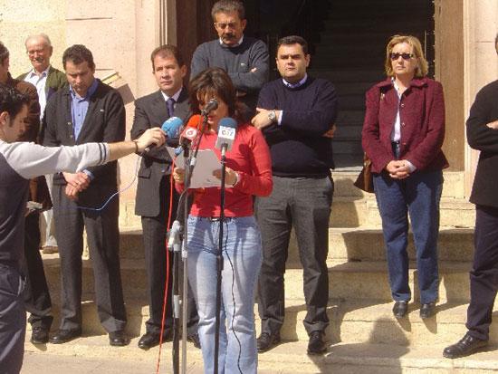 Ayuntamiento de Totana convoca a todos los vecinos a una concentraci�n silenciosa como acto de solidaridad con las v�ctimas del atentado terrorista perpetrado en Madrid , Foto 1