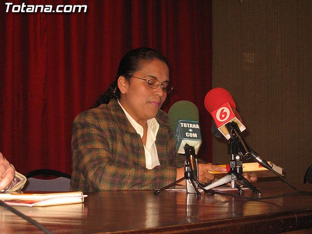LA ASOCIACIÓN DE SOLIDARIDAD CON EL INMIGRANTE MURCIA ACOGE  PRESENTÓ EL LIBRO INMENSO ESTRECHO. CUENTOS SOBRE INMIGRACIÓN CUYOS BENEFICIOS SERÁN DESTINADOS A RED ACOGE - 6