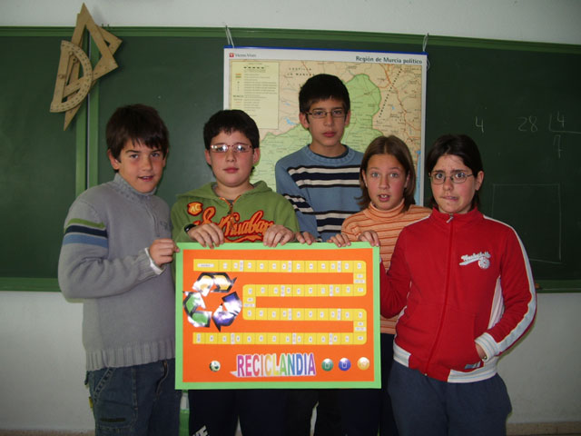 """LA CONCEJALÍA DE EDUCACIÓN FELICITA AL COLEGIO """"TIERNO GALVÁN"""" POR SUS ÉXITOS EN LA CONVOCATORIA DE LOS PREMIOS """"CONSUMÓPOLIS"""" QUE OTORGA LA COMUNIDAD AUTÓNOMA  (2006) - 7"""