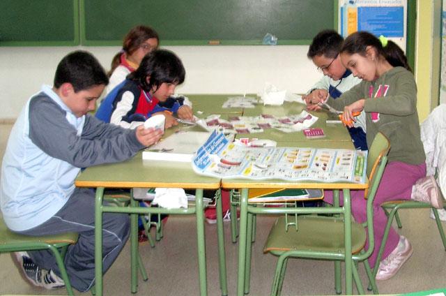 """LA CONCEJALÍA DE EDUCACIÓN FELICITA AL COLEGIO """"TIERNO GALVÁN"""" POR SUS ÉXITOS EN LA CONVOCATORIA DE LOS PREMIOS """"CONSUMÓPOLIS"""" QUE OTORGA LA COMUNIDAD AUTÓNOMA  (2006) - 18"""