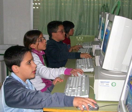 """LA CONCEJALÍA DE EDUCACIÓN FELICITA AL COLEGIO """"TIERNO GALVÁN"""" POR SUS ÉXITOS EN LA CONVOCATORIA DE LOS PREMIOS """"CONSUMÓPOLIS"""" QUE OTORGA LA COMUNIDAD AUTÓNOMA  (2006) - 19"""