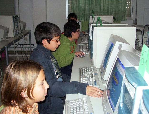 """LA CONCEJALÍA DE EDUCACIÓN FELICITA AL COLEGIO """"TIERNO GALVÁN"""" POR SUS ÉXITOS EN LA CONVOCATORIA DE LOS PREMIOS """"CONSUMÓPOLIS"""" QUE OTORGA LA COMUNIDAD AUTÓNOMA  (2006) - 25"""