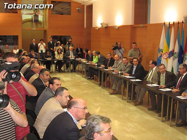 EL PRESIDENTE VALCÁRCEL FIRMA CON LOS 45 AYUNTAMIENTOS DE LA REGIÓN LOS CONVENIOS DE SEGURIDAD CIUDADANA - 6