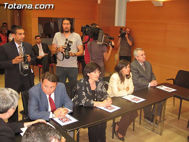 EL PRESIDENTE VALCÁRCEL FIRMA CON LOS 45 AYUNTAMIENTOS DE LA REGIÓN LOS CONVENIOS DE SEGURIDAD CIUDADANA - 27