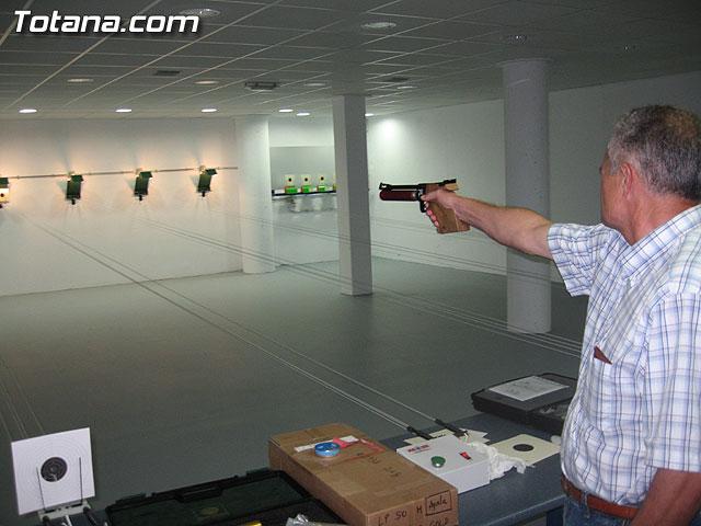 AUTORIDADES LOCALES INAUGURAN UNA GALER�A DE TIRO DE ARMAS NEUM�TICAS EN LOS S�TANOS DE LA PISCINA MUNICIPAL CUBIERTA - 1