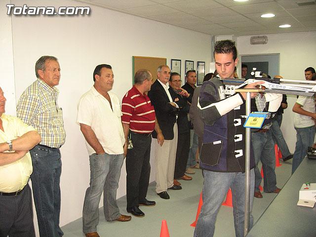 AUTORIDADES LOCALES INAUGURAN UNA GALER�A DE TIRO DE ARMAS NEUM�TICAS EN LOS S�TANOS DE LA PISCINA MUNICIPAL CUBIERTA - 5