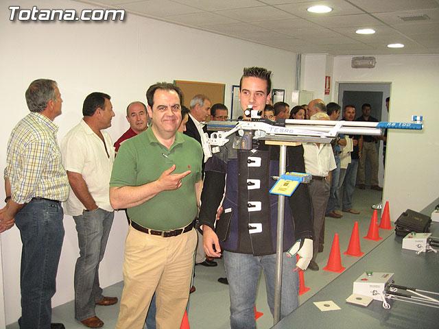 AUTORIDADES LOCALES INAUGURAN UNA GALERÍA DE TIRO DE ARMAS NEUMÁTICAS EN LOS SÓTANOS DE LA PISCINA MUNICIPAL CUBIERTA - 9