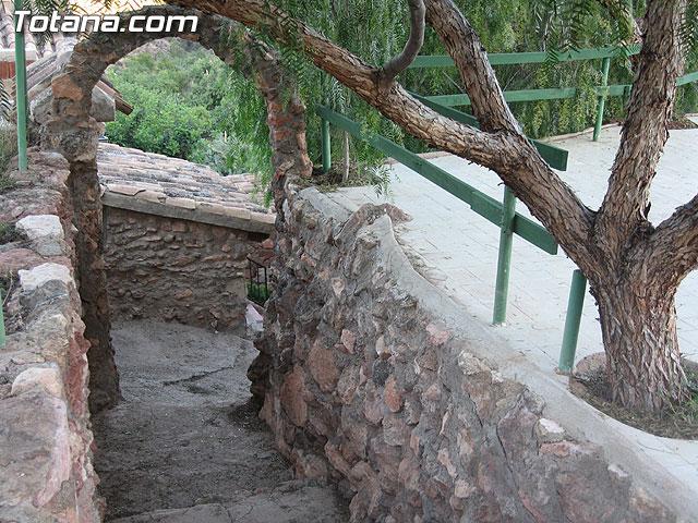 AUTORIDADES LOCALES VISITAN LAS CASAS DE PIEDRA DE TURISMO RURAL EN EL PARAJE DE CAMPIX - 30
