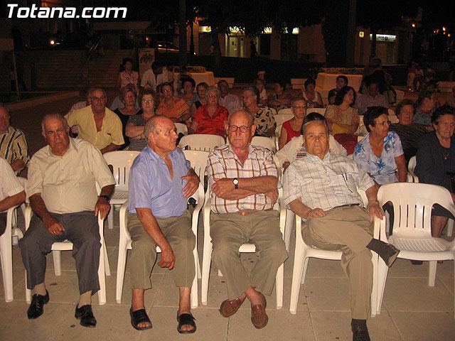 FINALIZAN LAS FIESTAS DEL CENTRO MUNICIPAL DE PERSONAS MAYORES CON LA DEGUSTACI�N DE LA PAELLA POPULAR EN LA PLAZA BALSA VIEJA QUE CONGREG� A CENTENARES DE SOCIOS Y MAYORES - 13