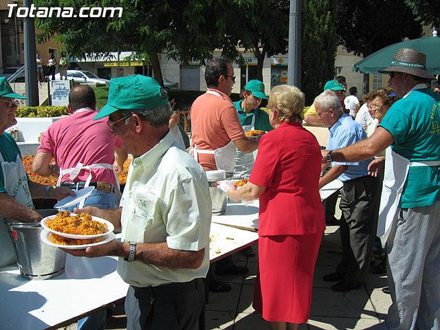 FINALIZAN LAS FIESTAS DEL CENTRO MUNICIPAL DE PERSONAS MAYORES CON LA DEGUSTACI�N DE LA PAELLA POPULAR EN LA PLAZA BALSA VIEJA QUE CONGREG� A CENTENARES DE SOCIOS Y MAYORES - 95