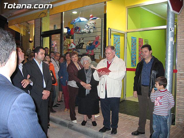 SE INAUGURA LA NUEVA SECCI�N DE PIROTECNIA RECREATIVA DE LA TIENDA CARAMELOS - 49