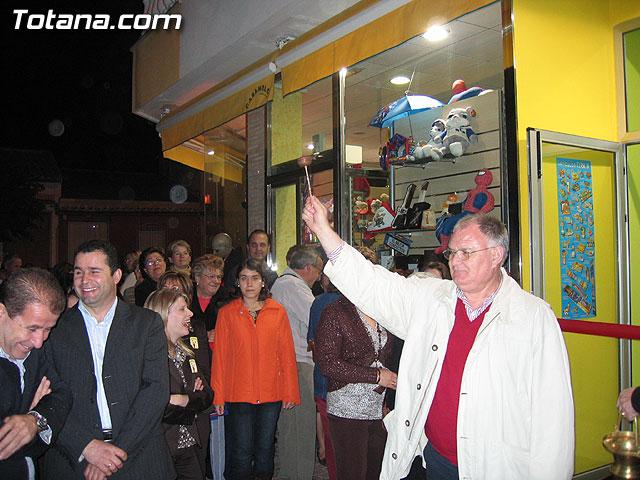 SE INAUGURA LA NUEVA SECCI�N DE PIROTECNIA RECREATIVA DE LA TIENDA CARAMELOS - 53
