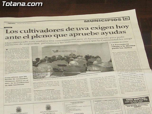 EL PLENO DEL AYUNTAMIENTO DE TOTANA APRUEBA UNA MOCI�N CONJUNTA DE APOYO A LOS AGRICULTORES DE PARRALES DE UVA AFECTADOS POR LAS LLUVIAS DE NOVIEMBRE Y PEDIR AYUDAS A LAS ADMINISTRACIONES IMPLICADAS - 19