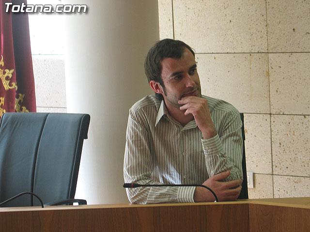 """ANTONIO CAMPOS CÁNOVAS RECIBE EL VII PREMIO DE INVESTIGACIÓN HISTÓRICA """"ALPORCHÓN"""", DOTADO CON 2.704 EUROS, CON LA OBRA """"LA MEMORIA URBANA. ESTUDIO DE APROXIMACIÓN A LA EVOLUCIÓN DE LA CIUDAD DE TOTANA EN EL PERÍODO 1950-1980"""" - 3"""