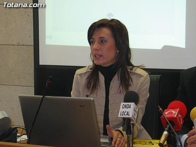 LA DIRECTORA DEL INSTITUTO DE LA MUJER Y LAS AUTORIDADES LOCALES PRESENTAN EL II PLAN DE IGUALDAD DE OPORTUNIDADES (2007/2011) DE TOTANA - 6