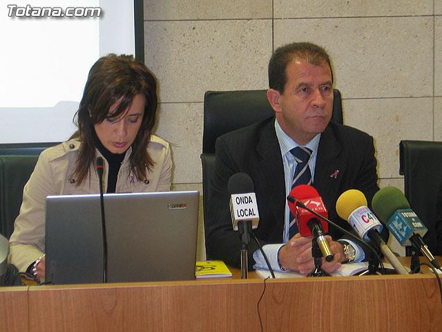 LA DIRECTORA DEL INSTITUTO DE LA MUJER Y LAS AUTORIDADES LOCALES PRESENTAN EL II PLAN DE IGUALDAD DE OPORTUNIDADES (2007/2011) DE TOTANA - 7