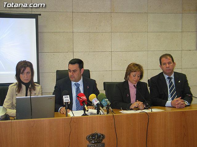 LA DIRECTORA DEL INSTITUTO DE LA MUJER Y LAS AUTORIDADES LOCALES PRESENTAN EL II PLAN DE IGUALDAD DE OPORTUNIDADES (2007/2011) DE TOTANA - 11