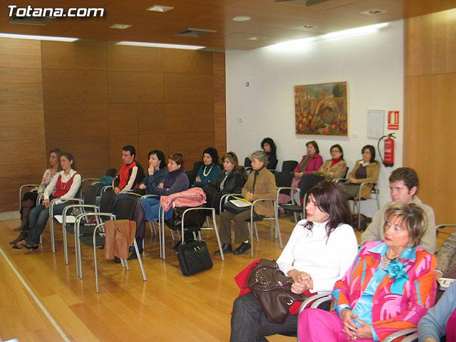 LA DIRECTORA DEL INSTITUTO DE LA MUJER Y LAS AUTORIDADES LOCALES PRESENTAN EL II PLAN DE IGUALDAD DE OPORTUNIDADES (2007/2011) DE TOTANA - 13