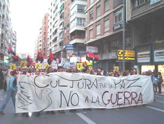 Vecinos de Totana tomaron parte en la manifestación contra  la guerra en Irak, Foto 1