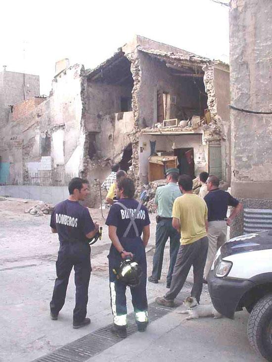 Un anciano sale ileso tras derrumbarse parte de su vivienda, Foto 1