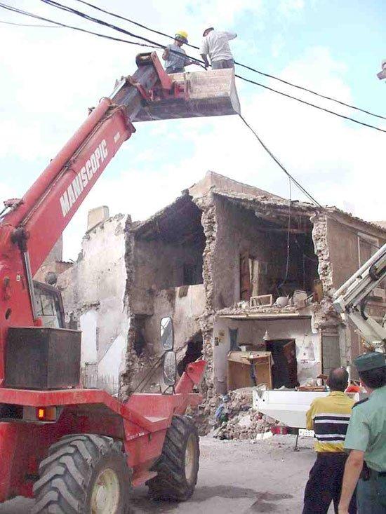 Un anciano sale ileso tras derrumbarse parte de su vivienda, Foto 2