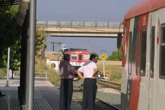 El revisor de un tren tuvo que ser atendido en el Centro de Salud de Totana por un accidente laboral, Foto 2