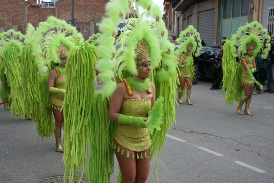 El color y la alegría llenaron las calles de la localidad con el desfile de Carnaval de los adultos, Foto 2