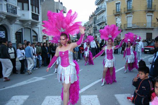 El color y la alegría llenaron las calles de la localidad con el desfile de Carnaval de los adultos, Foto 6