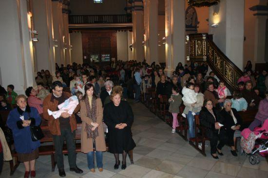 Numerosas personas asistieron a la celebración del día de la Candelaria en las parroquias de la localidad, Foto 1