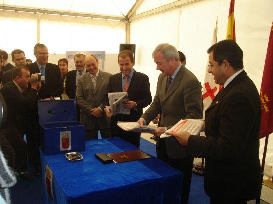 Ramón Luis Valcárcel colocó la primera piedra de la autovía Totana-Mazarrón, Foto 1