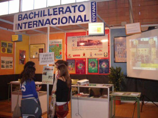 Los institutos de Educación Secundaria de la localidad expusieron su oferta formativa en el Salón del Estudiante de Lorca, Foto 2
