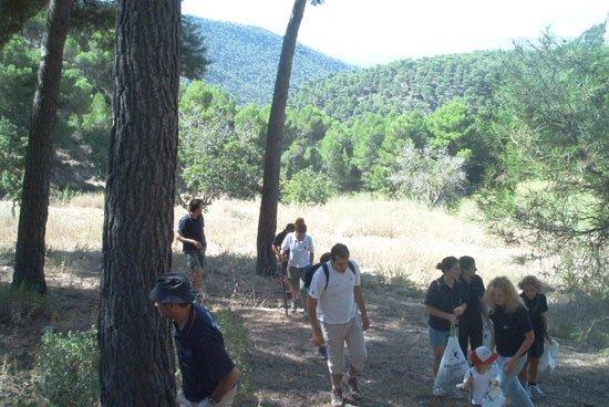 Cruz Roja inicia su participación en el proyecto de voluntariado ambiental VOLCAM 2002, Foto 2