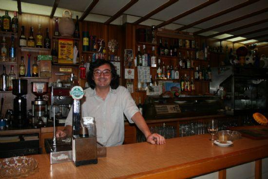 """Juan Martínez Mula, del bar """"El Cairo"""", toda una vida haciendo del oficio de camarero un auténtico arte, Foto 1"""