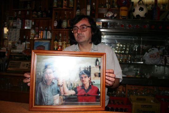 """Juan Martínez Mula, del bar """"El Cairo"""", toda una vida haciendo del oficio de camarero un auténtico arte, Foto 2"""