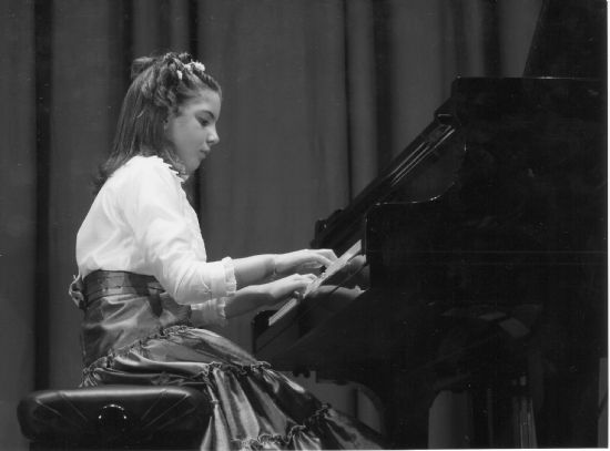 Mª de los Ángeles Ayala Moreno obtiene el segundo premio en el Concurso Nacional de piano de El Ejido, Foto 1