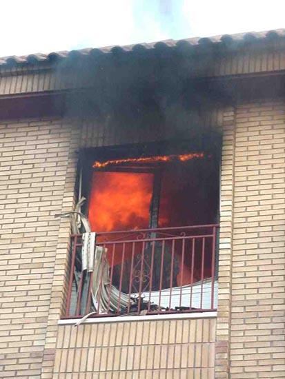 Un incendio causa importantes daños en una vivienda de ecuatorianos de la calle Santa Bárbara, Foto 3