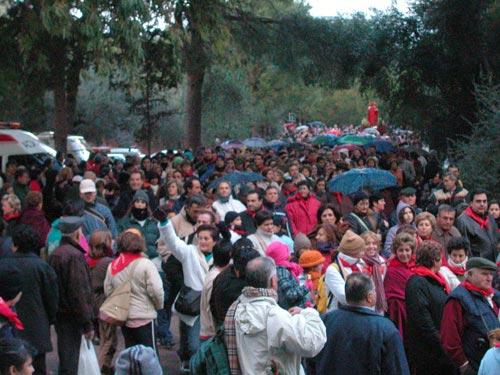 La lluvia acompañó a Santa Eulalia de Mérida en su tradicional bajada de su santuario, Foto 3