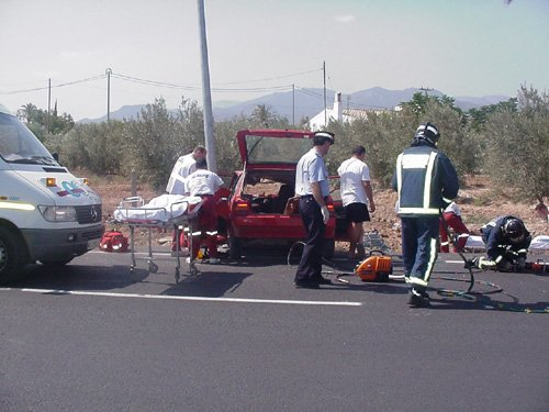 Dos ecuatorianos resultan heridos en un accidente de circulación en la antigua carretera N-340, Foto 2