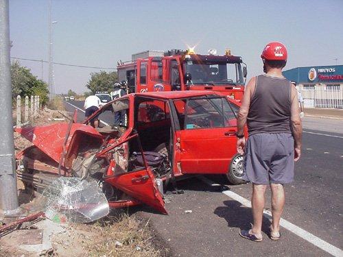 Dos ecuatorianos resultan heridos en un accidente de circulación en la antigua carretera N-340, Foto 1